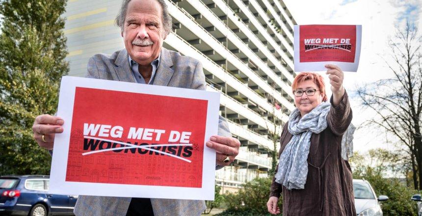Stop de wooncrisis, Purmerend, 5 November 2020. George van der Laan (voorzitter)en Adi van Esch (secretaris) van HV Interwhere uit Purmerend in actie.
